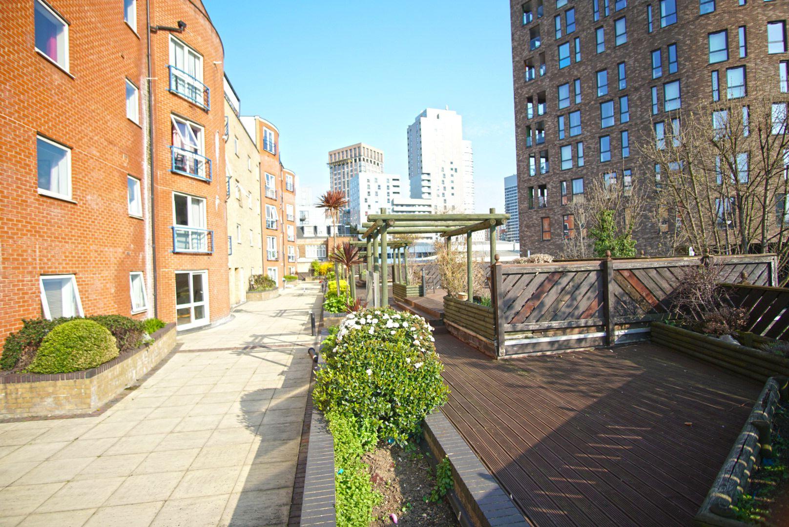 Canary Wharf - O2 Arena - Zone 2 Superior Apartment, London E14 0BG
