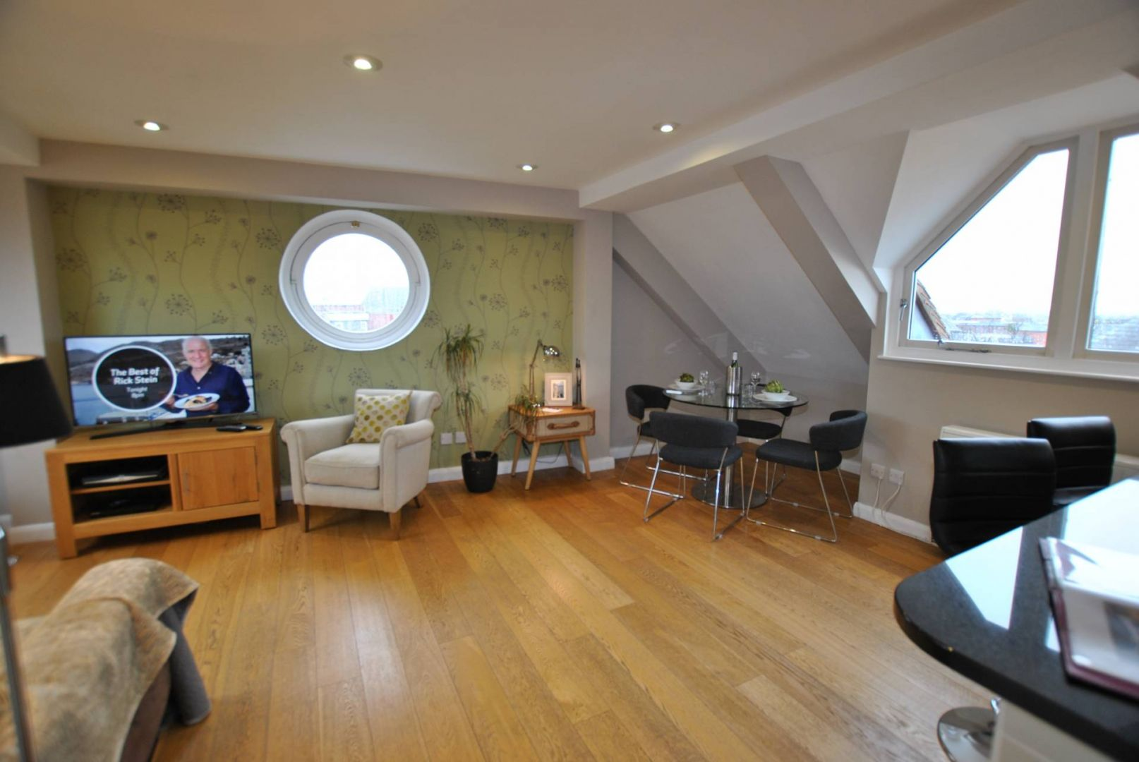 The Courtyard- Penthouse, Windsor SL4 1LD