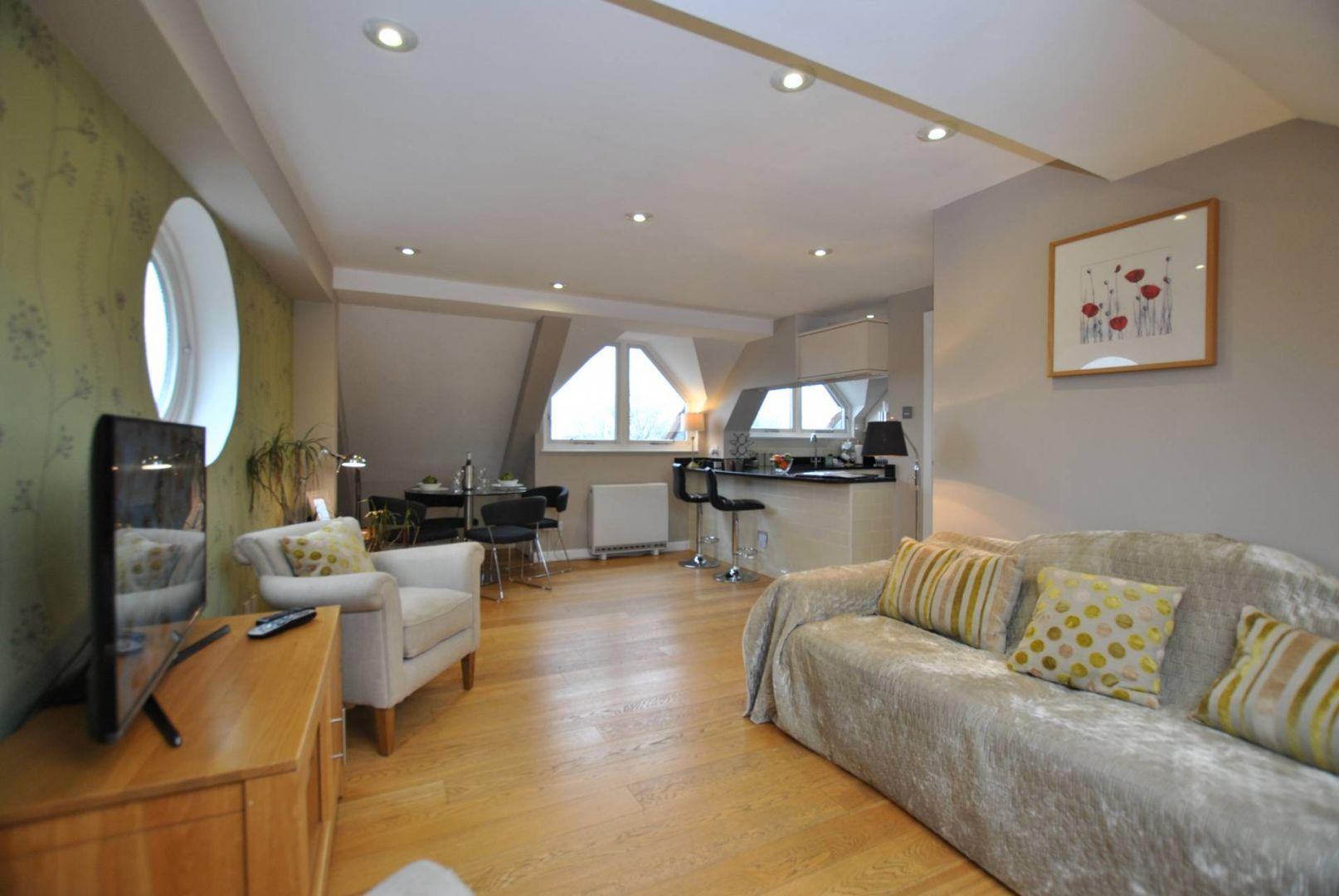 The Courtyard- Penthouse, Windsor SL4 1LD